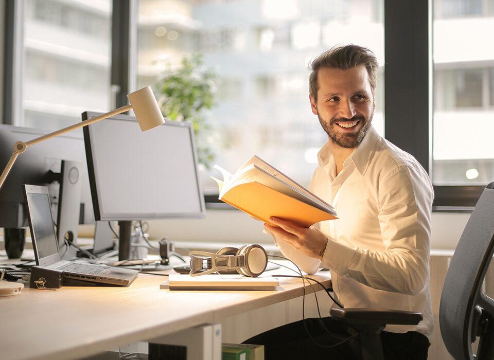 homem no escritório